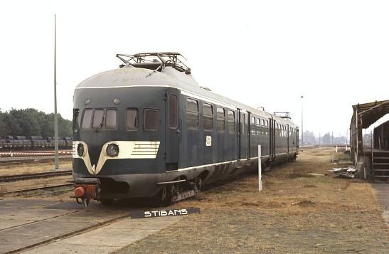 Treinstel 252 voor de loods in Blerick, mei 2003 (foto STIBANS)