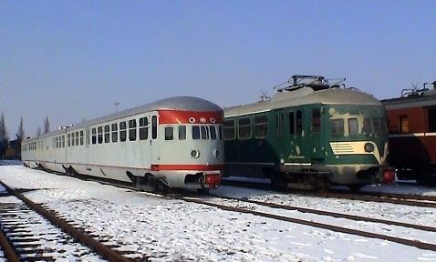 Vrijwel identieke kopvormen: DE3-27 poseert naast de 252, 28 feb 2004 (foto STIBANS). De 27 verbleef enige tijd in Blerick wegens de verbouwing van het Spoorwegmuseum.