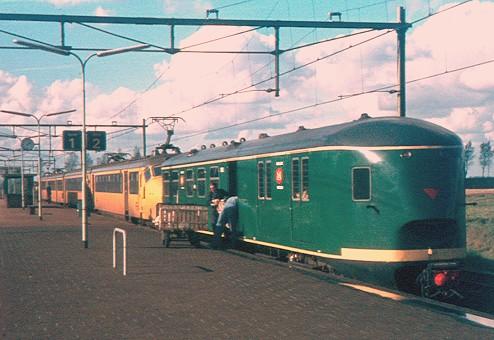 Post in en post uit Pec 1902! Achterop hondekopstel 782 in Kruiningen-Yerseke, 17 oktober 1973 (Foto: Theo Enter)
