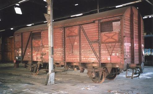 Een van de Gs-en, de 7696 (01 84 127 2 756) op een oude werkstand in de loods te Blerick, oktober 2003 (foto: P.P. de Winter)