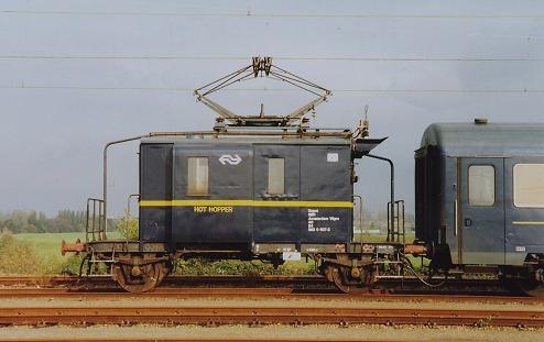 """De Dg 40 84 983 0 507 """"Hot Hopper"""" als voorverwamingwagen op de Watergraafsmeer (foto: Kees Mooij) Op 29 augustus 2004 werd de Dg meegezonden in de overbrengingstrein met materieel naar Br, na afloop van de jubileumshow"""