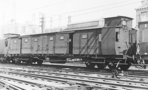 Een ex HSM-D (6021) als NS D 6021 in een trein te Utrecht, april 1950 (foto: W.A.C. Wendelaar)